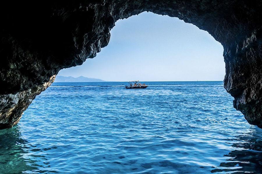 Cuevas Azules o Blue Caves en Grecia